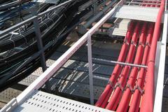 Spesialutviklet kabelovergang som forhindrer gnisseskader og kontrollerer kablenes bevegelse.